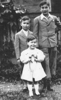 Rudolf Fantl (on the right), younger brother Pavel and a cousin
