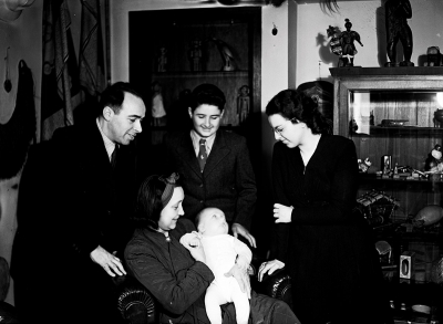 Jiří and Růžena Baum in the apartment in Vinohrady with little Petr