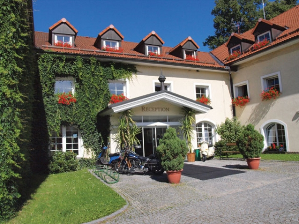 Romantic Autumn in Parkhotel Tosch