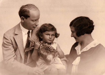 Dr. Julius Fantl, Irena Fantlová born Reitmanová with daughter Dagmar (1931)